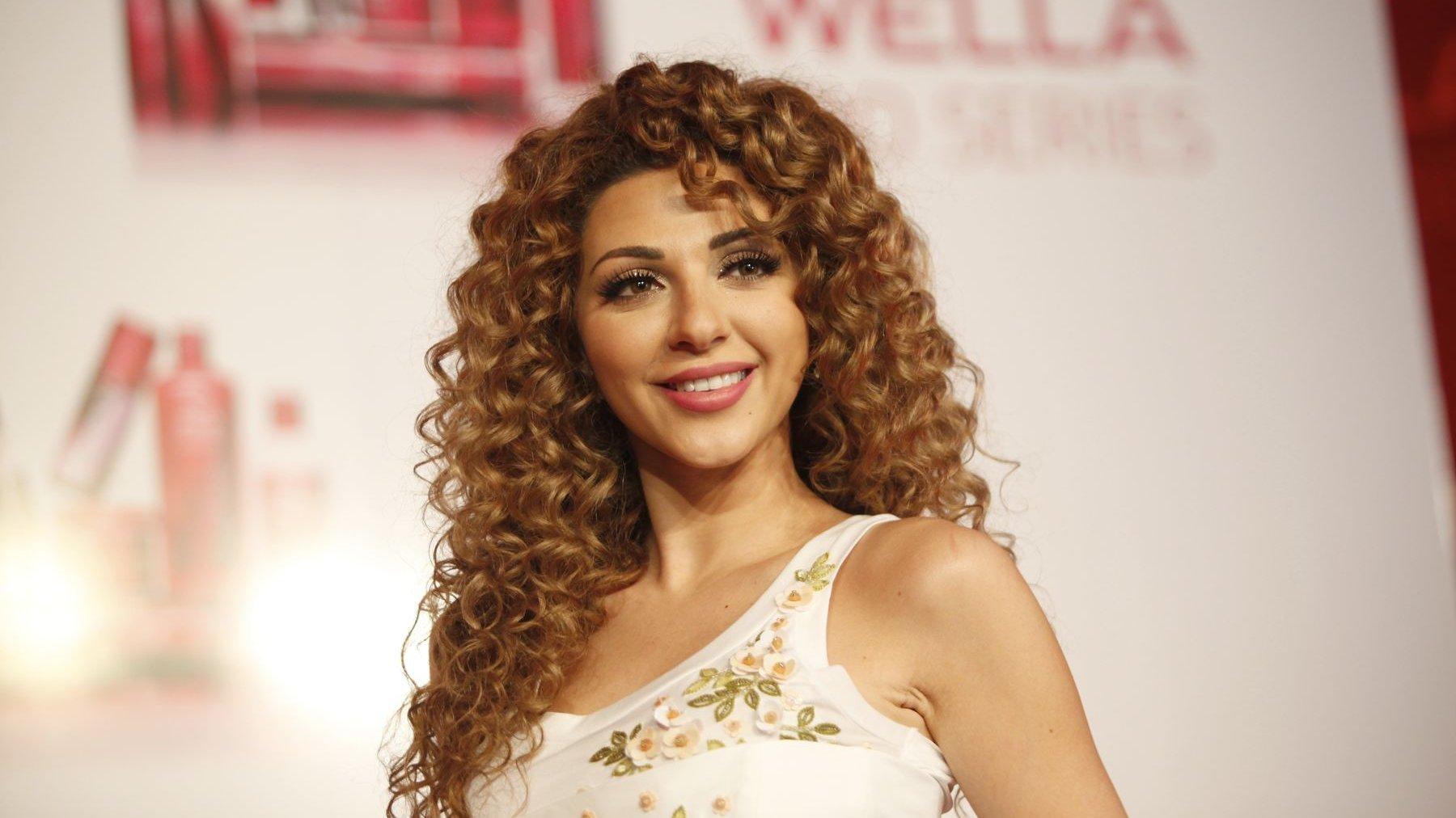 نشرت النجمة ميريام فارس على حسابها بالإنستغرام فيديوهات وصور عدة لها أثناء إحيائها إحدى حفلات الزفاف في الخليج