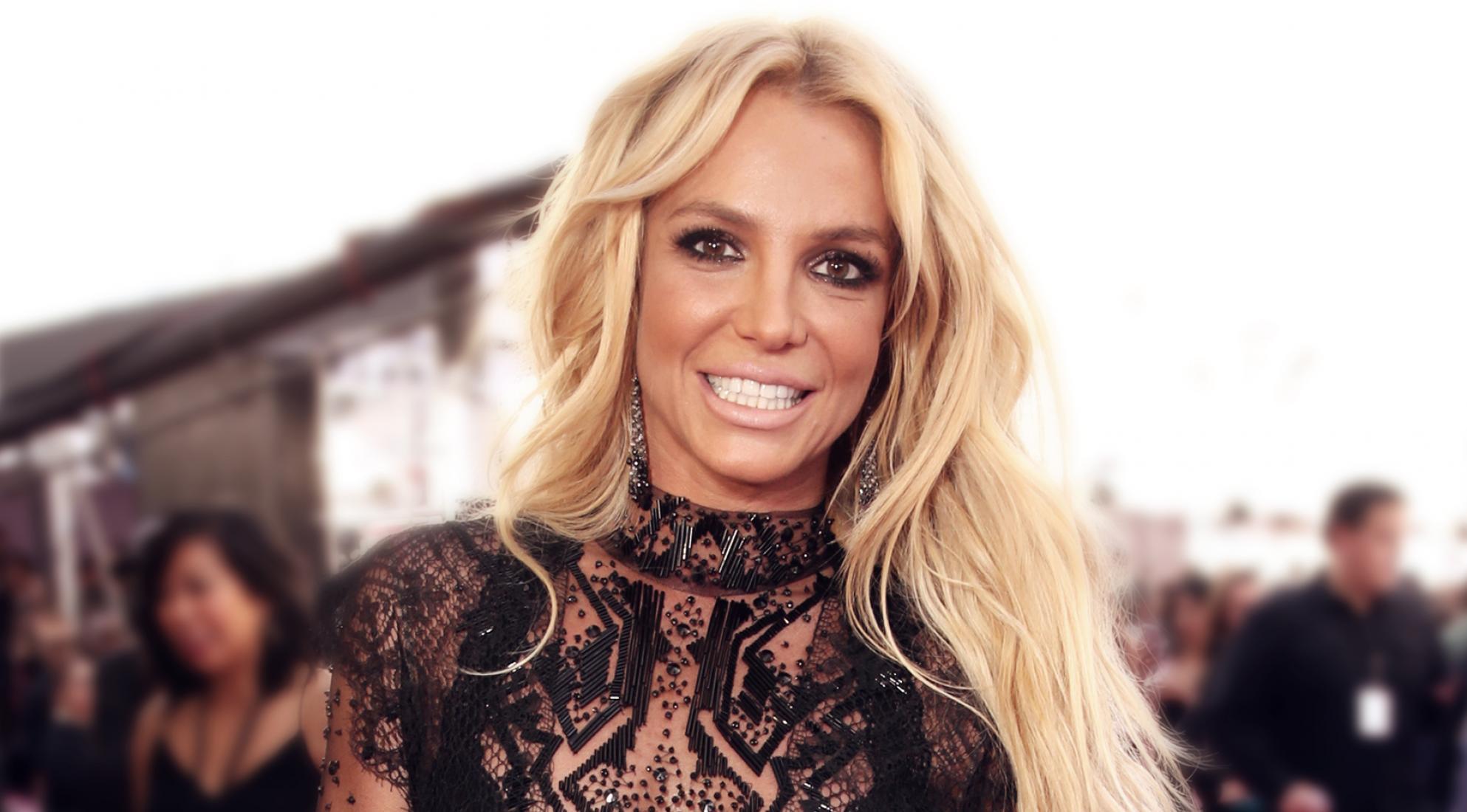 أعلنت المغنية الأميركية بريتني سبيرز تعليق حفلاتها المقررة في مدينة لاس فيجاس وإلتزامات فنية أخرى حتى تكون بجوار أسرتها بعد مرض والدها