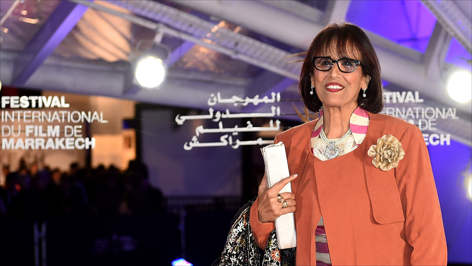 عادت الفنانة المغربية ثريا جبران للساحة الفنية بعد غياب دام لسنوات عبر المشاركة في فيديو كليب لملحمة وطنية تدعم ترشيح المغرب لإستضافة كأس العالم 2026