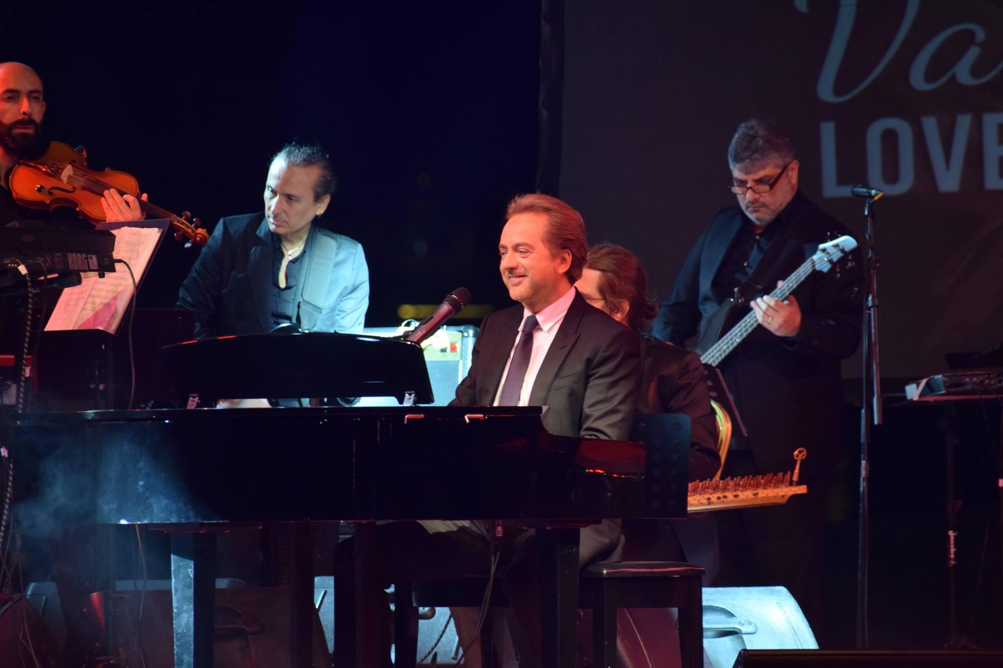 """أعاد الفنان اللبناني مروان خوري طرح أغنيته الشهيرة """"كل القصايد"""" بقالب فني وموسيقي جديد"""