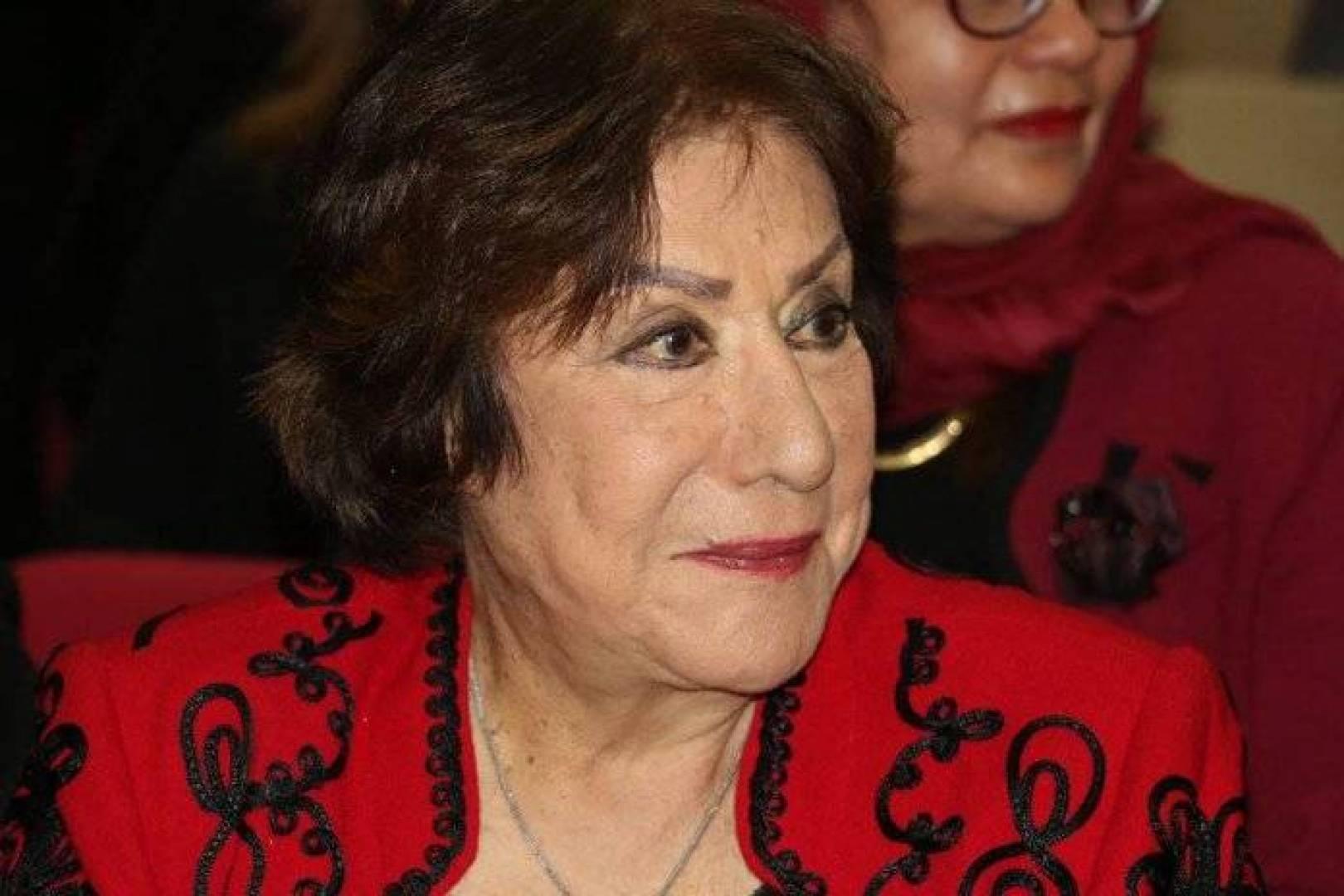تسبب الفنانة سميحة أيوب في حبس مدير أعمالها المخرج أحمد النحاس، بعد أن اتهمته بسرقتها فما كان منه إلا أن يكشف عن كواليس زواجهما العرفي منذ 18 عاماً.