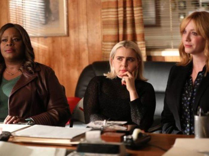 أعلنت شبكة NBC عن تجديد مسلسل Good Girls لموسم ثالث، وكان قد تم بث النصف الأول من حلقات الموسم الثانى فى الأحد الماضى.
