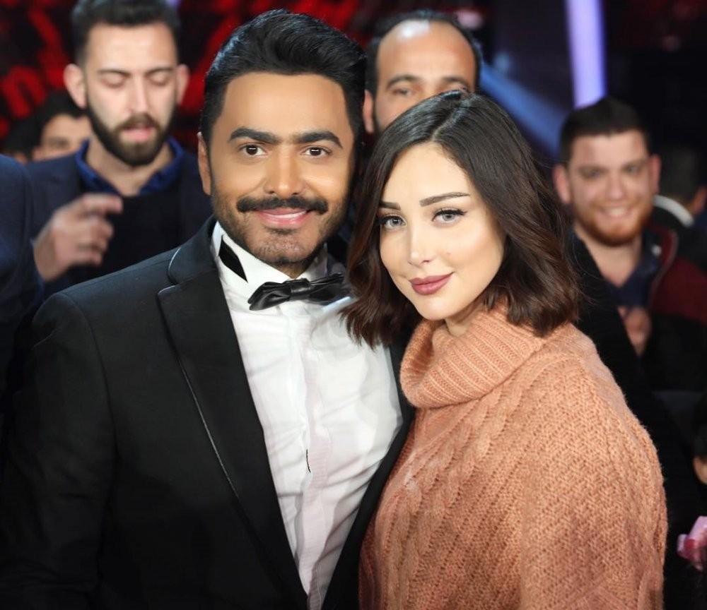 أكدت مصممة الأزياء المغربية بسمة بوسيل أن علاقتها مع زوجها تامر حسني عادت إلى سابق عهدها وتم الصلح بينهما بعدما اتجها في الأيام الماضية نحو الطلاق