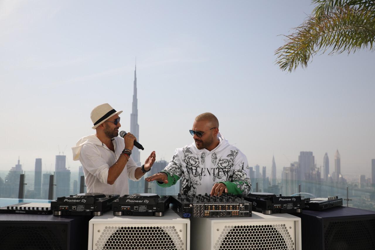 جوزيف عطية ورودج يطلقان أغنيتهما المصرية حلوين بكل إيجابية